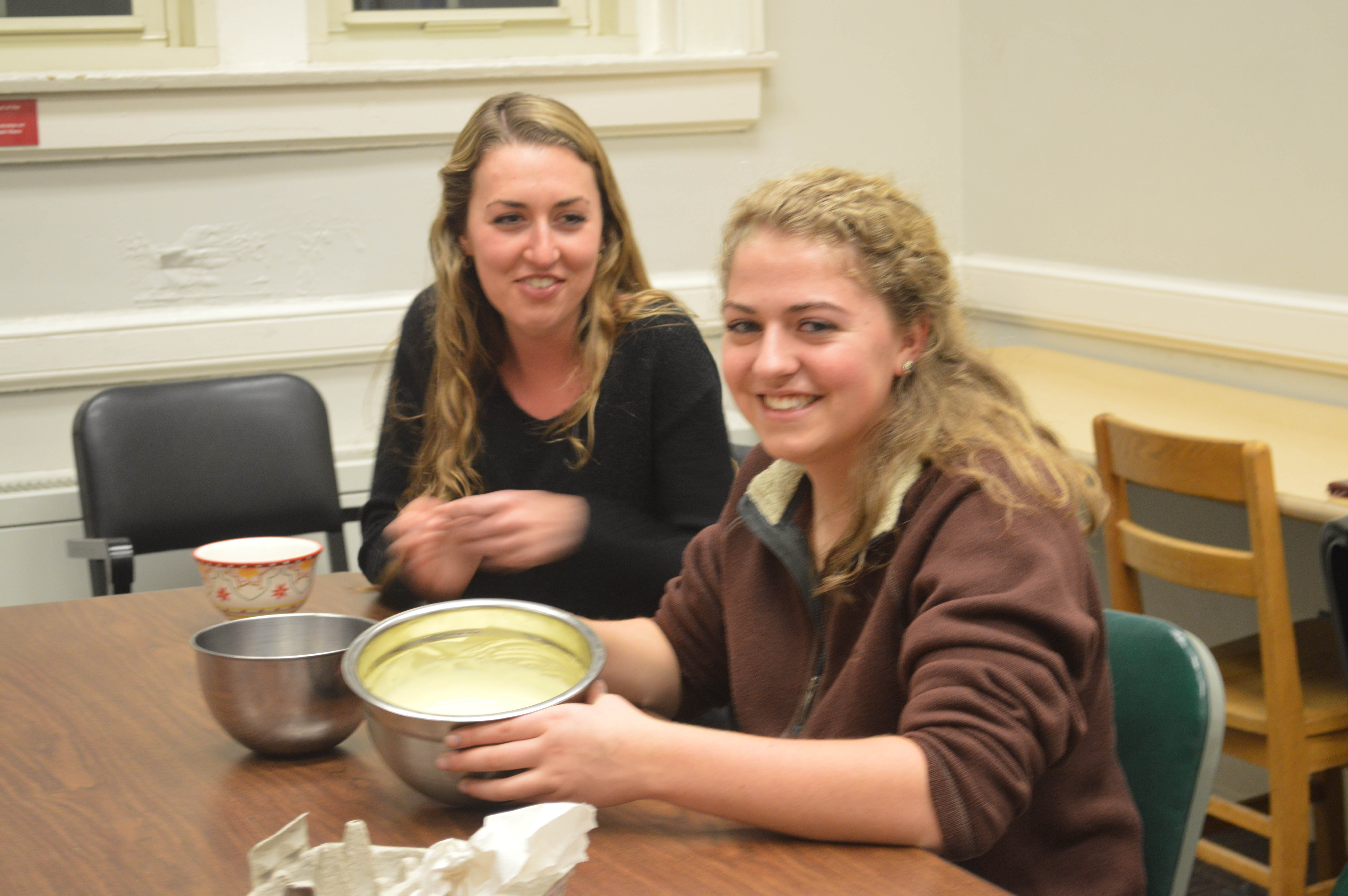 students preparing to eat dessert at an Italian Club event